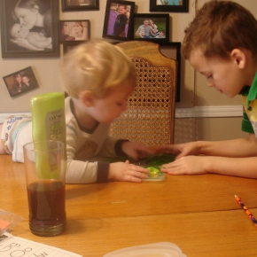 1 Week of Preschool Sensory Play and First Grade Art Lessons for Homeschool Moms Who Aren'tArtistic